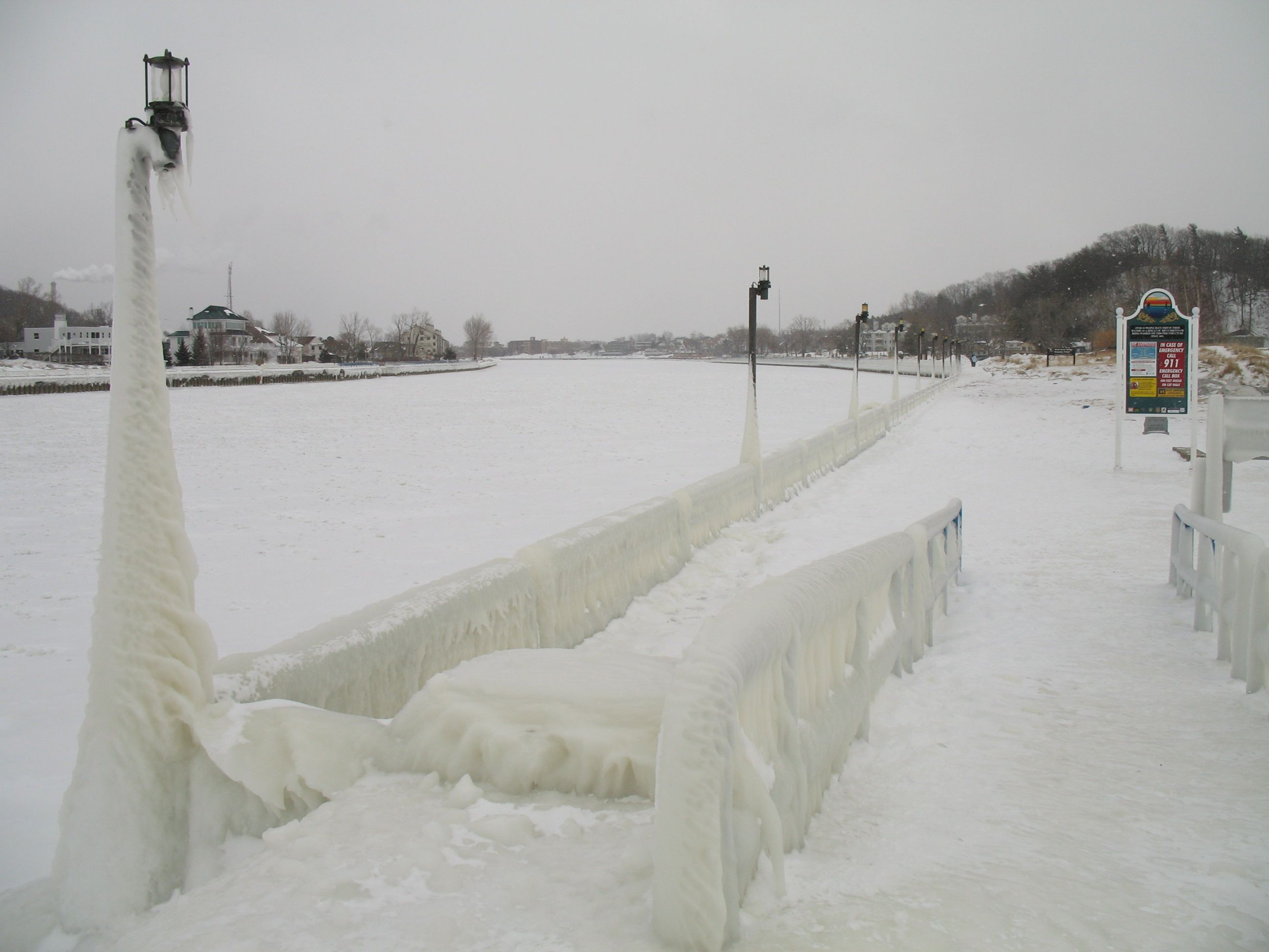 Grand-Haven-State-Park-in-Winter-16