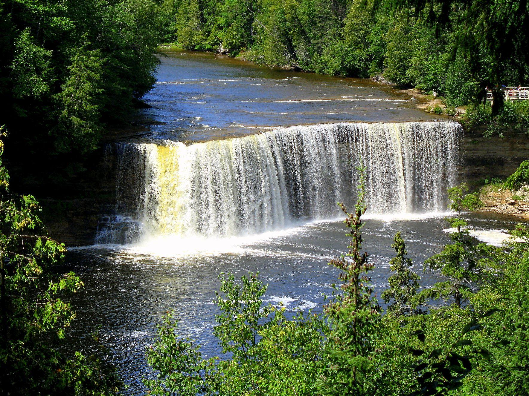 Upper-Taquamenon-Falls-1