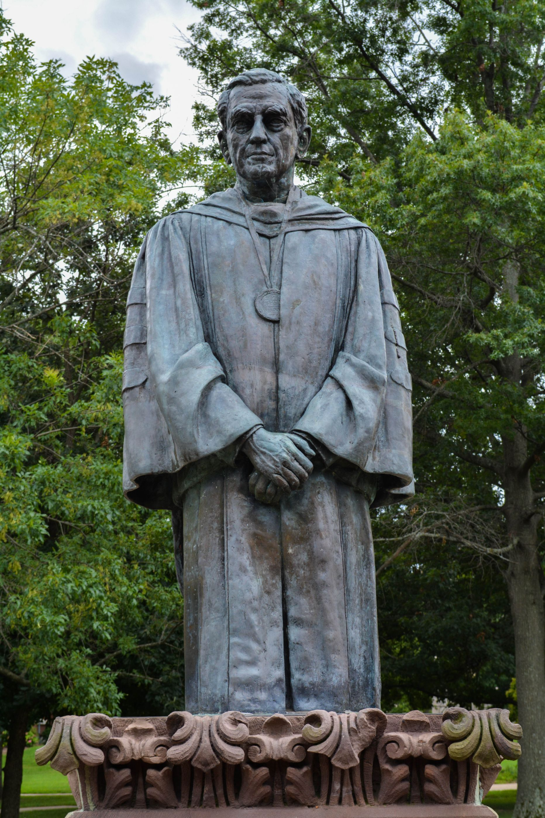 Southern-Illinois-Statue