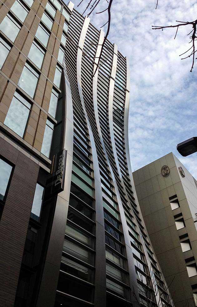 1_Sway-Building