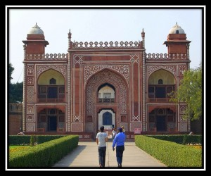 Gate to Itamad-ud-Daulah